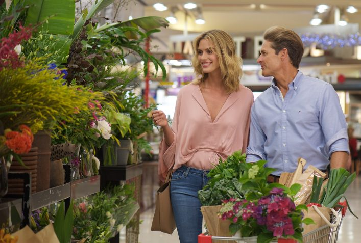 Couple shopping flowers
